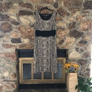 PERCEPTION WOMAN PRiNTED  ELASTIC DRESS SIZE 24 W